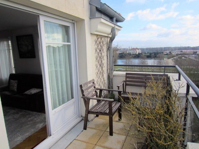 Vente dernier tage terrasses centre ville vue sur lac for Restaurant le jardin 02190 neufchatel sur aisne