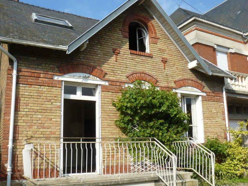 Vente maison de village avec beau terrain arbor for Restaurant le jardin 02190 neufchatel sur aisne